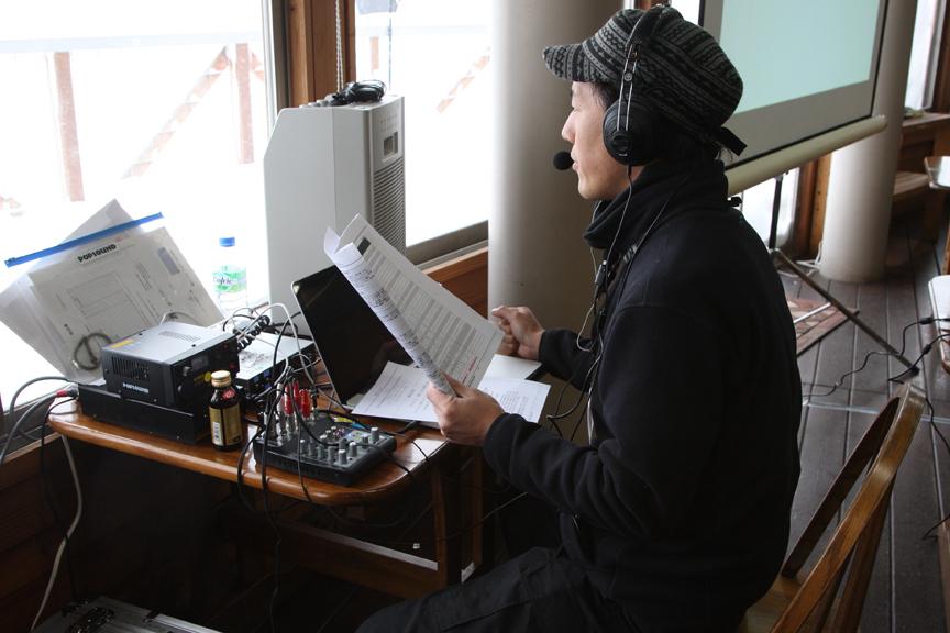女神湖センター内に設置されたミニFM局。ここから各車両にFM放送で情報を発信していた