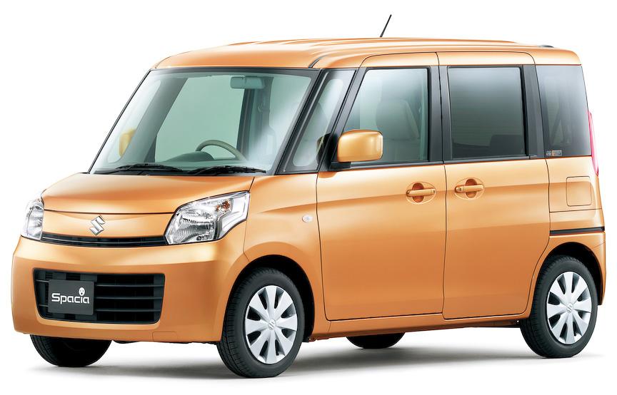 スペーシアのボディーサイズは3395×1475×1735mm(全長×全幅×全高、2WD)。X、Tの後席両側には電動スライドドア(Gはスライドドアクローザー、運転席シートリフター、チルトステアリング、フロントアームレストボックスを含めオプション設定。2万6250円)を採用する