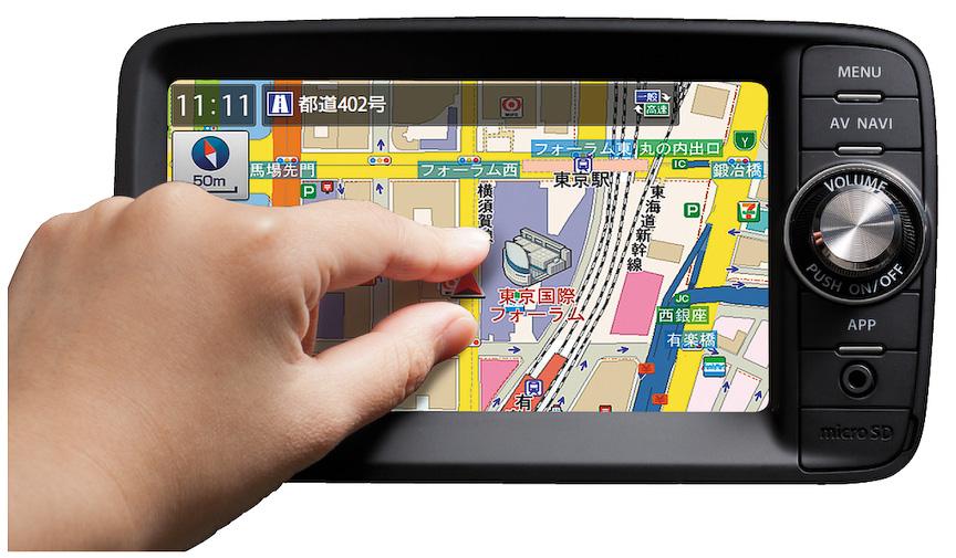 スマートフォンと有線接続することで、ディスプレイでスマートフォンのアプリを操作できる6.2インチモニターの「スマートフォン連携ナビゲーション」