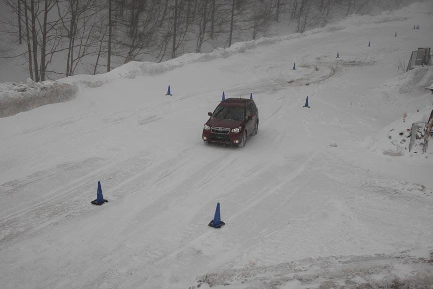 悪雪路によるスラローム体験