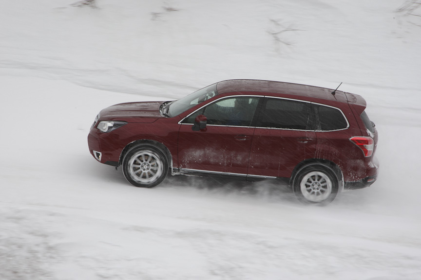 こちらは積雪路でのヒルディセントコントロール体験。3日の天気がよければ、このコースを使うと言う