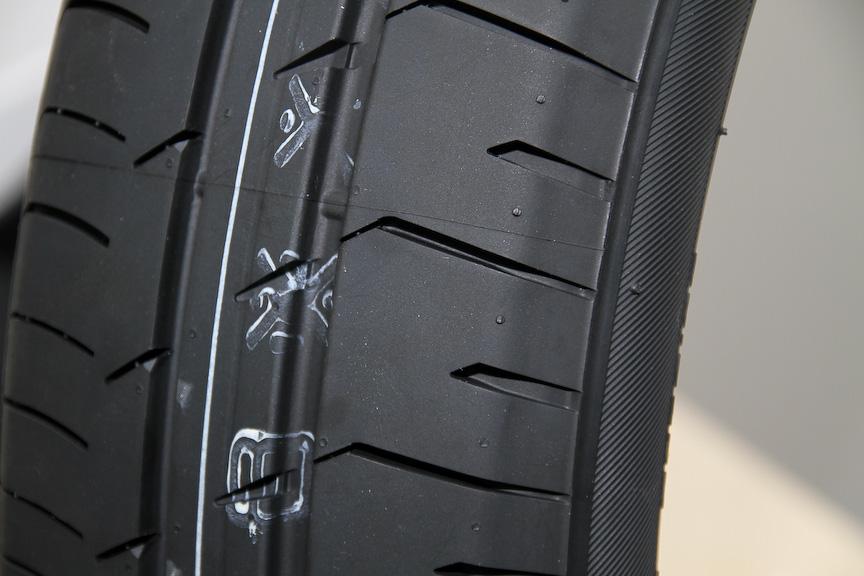 タイヤ幅を狭幅化、タイヤ外径を大径化するとともに、空気圧を高内圧化したことが大きな特徴となるLNCタイヤ