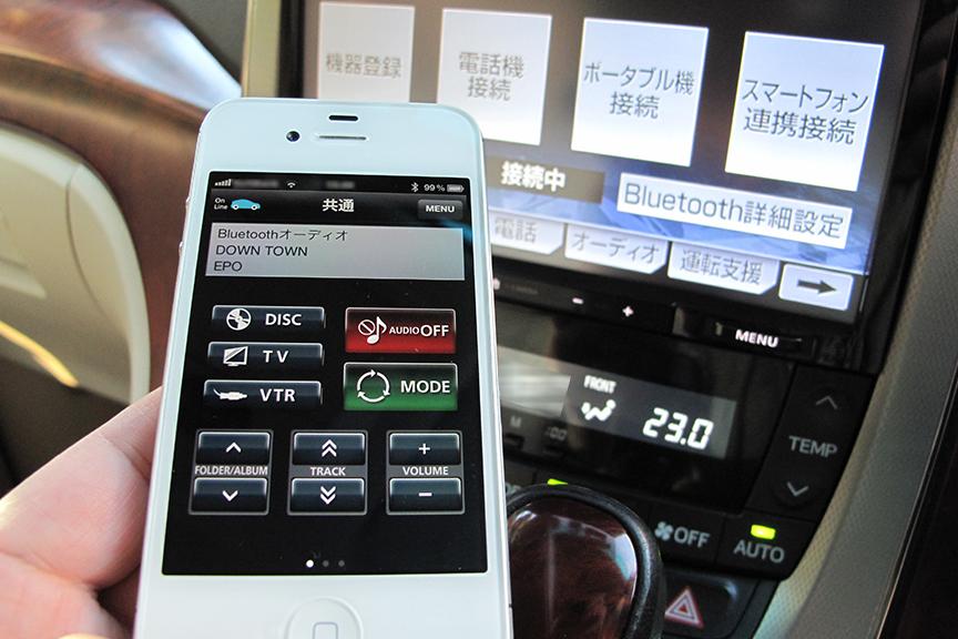 iPhoneがナビのリモコンに変身! 「smart nAVVi Link」はBluetooth接続なので、ミニバンの3列目からでも確実に操作できる