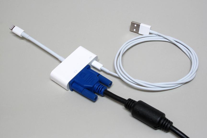 Lightning-Dsub 15変換アダプタに、Lightning-USBとDsub 15ケーブルを取り付けたところ。これでAR機能もバッチリと思ったのだが……