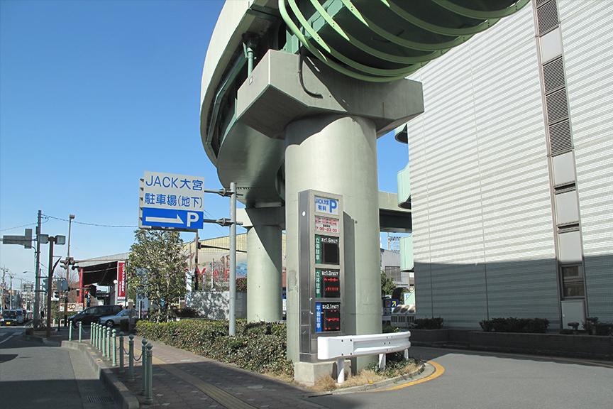 まだまだ対応している駐車場は少ないが、駐車場によっては1台1台の車室まで正確にナビゲーションしてもらえるところもある。トイレやエレベーターまで案内してくれて、本当に親切