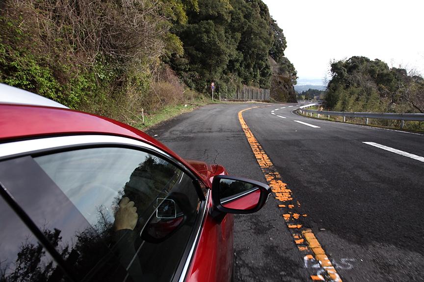 途中荒れた路面などもあるものの、穏やかな春の日差しの中を北上中。絶好のドライブ日和だった