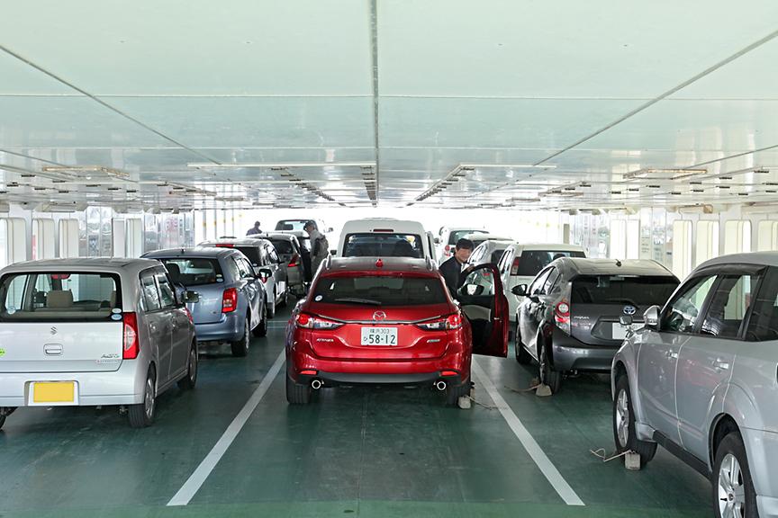 桜島への往路は、中央最後列への駐車となった