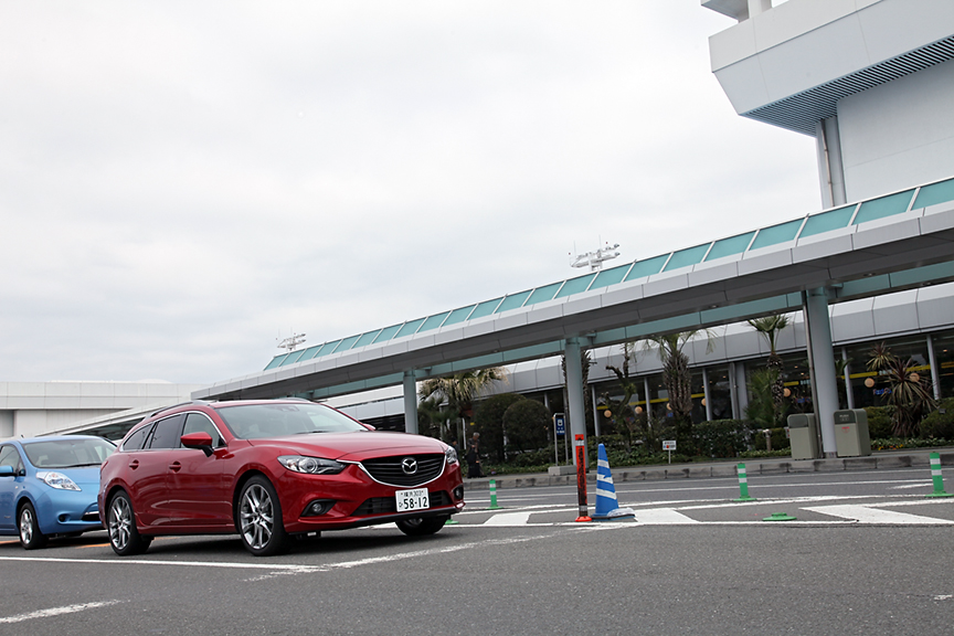 無事、鹿児島空港に到着。この後、かごしま空港ホテルの駐車場に行き、2日間のクルマ旅を共にしたアテンザとお別れした