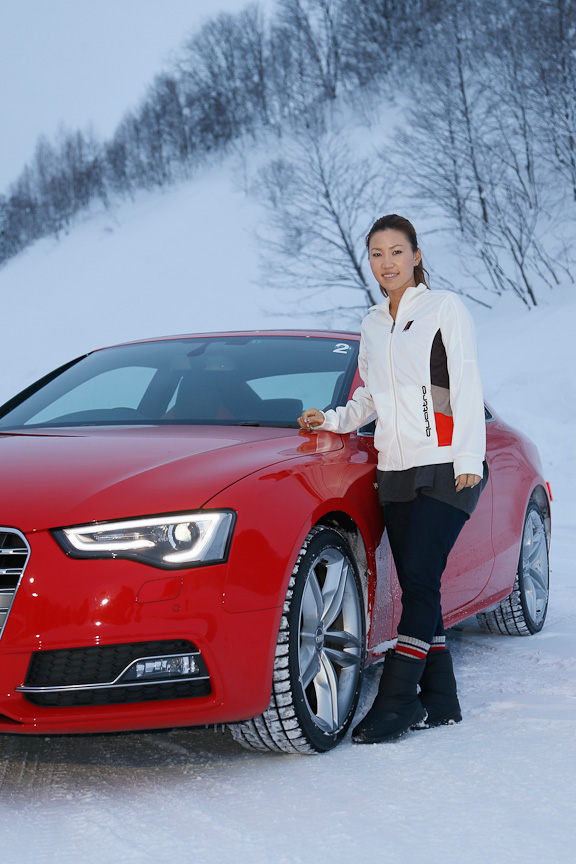 この日、アウディのブランドアンバサダーであるプロゴルファーの上田桃子選手がドライビング・エクスペリエンスに参加した。現在は「TT」を愛車とする上田選手、雪上でもゴルフと同じようにアグレッシブなドライビングを楽しんだようだ