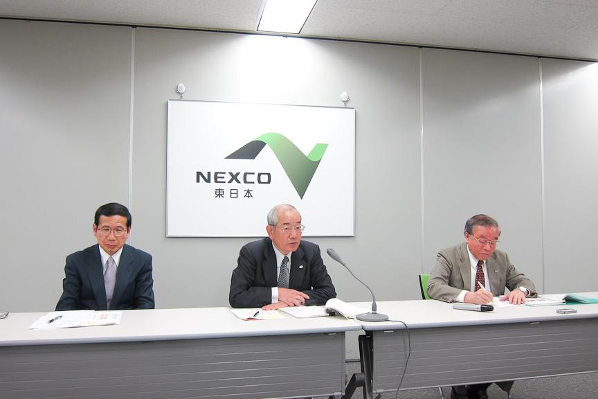 NEXCO東日本2月定例会見。NEXCO東日本代表取締役社長 廣瀨博氏(中)、管理事業本部長 長尾哲氏(左)、事業開発本部長 鹿島幹男氏(右)
