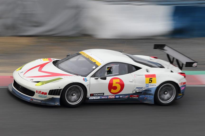 マッハGoGoGo車検Ferrari458。いずれもFIA-GT3車両で、タイヤはGT300で最大勢力のヨコハマタイヤ