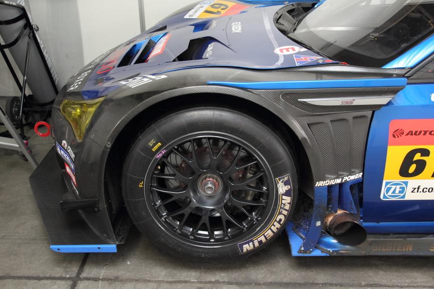 前後フェンダーの変更は空力の改善とともにタイヤサイズの変更に伴うもの