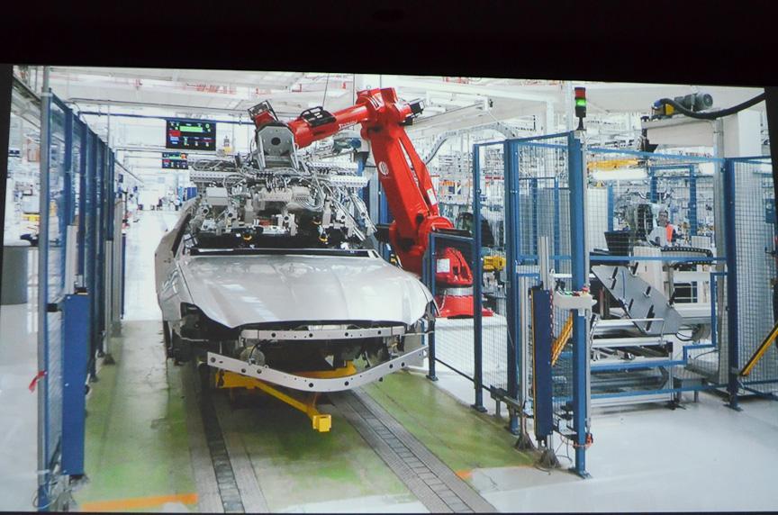 クアトロポルテが生産されるグルリアスコ工場は2シフトで135台/日、3シフトで200台/日の生産能力を持つ。ギブリもここで生産される