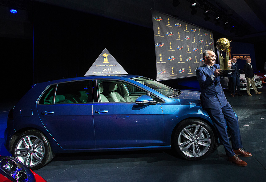 ワールド・カー・オブ・ザ・イヤーに輝いた「ゴルフ」。授賞式にはワルター・デ・シルヴァ氏が出席した