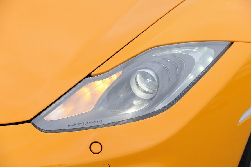 ヘッドライトはプロジェクタータイプ。その他の灯火類はLEDを多用する