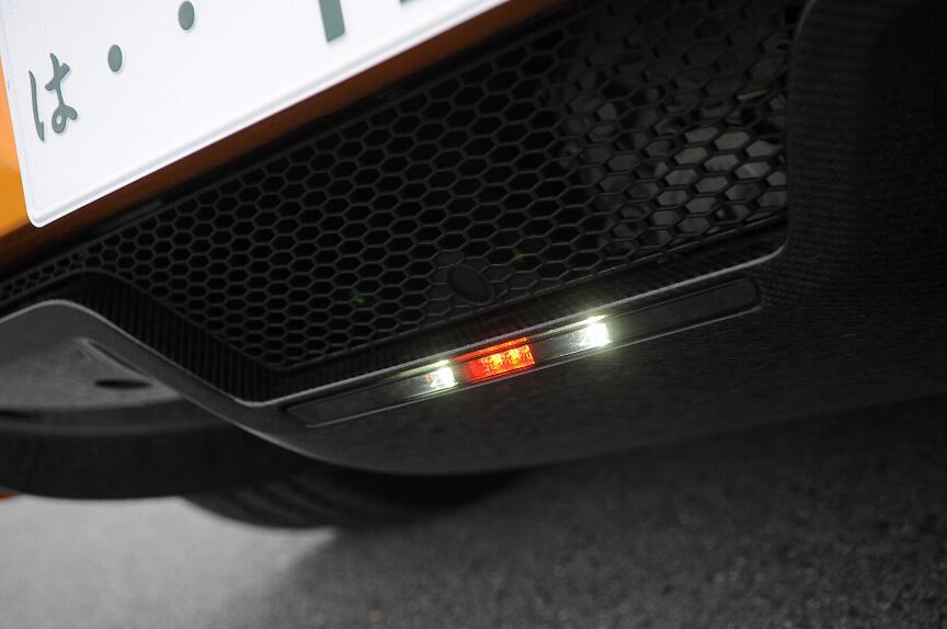 リアのライト類はLED。バックライトも白色LEDが備わる
