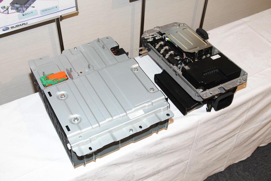左がバッテリーモジュール。右がインバーターやDC-DCコンバーターなど