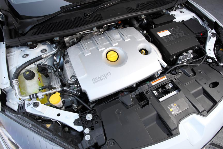 高出力エンジンと6速MT、引き締められたシャシー性能によって操る楽しさを高めた高性能グランツーリズモとして追加されたメガーヌ エステート GT220