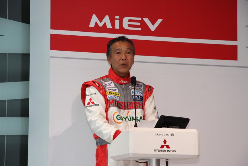 昨年に引き続き、チーム監督兼ドライバーとして参戦する増岡浩選手