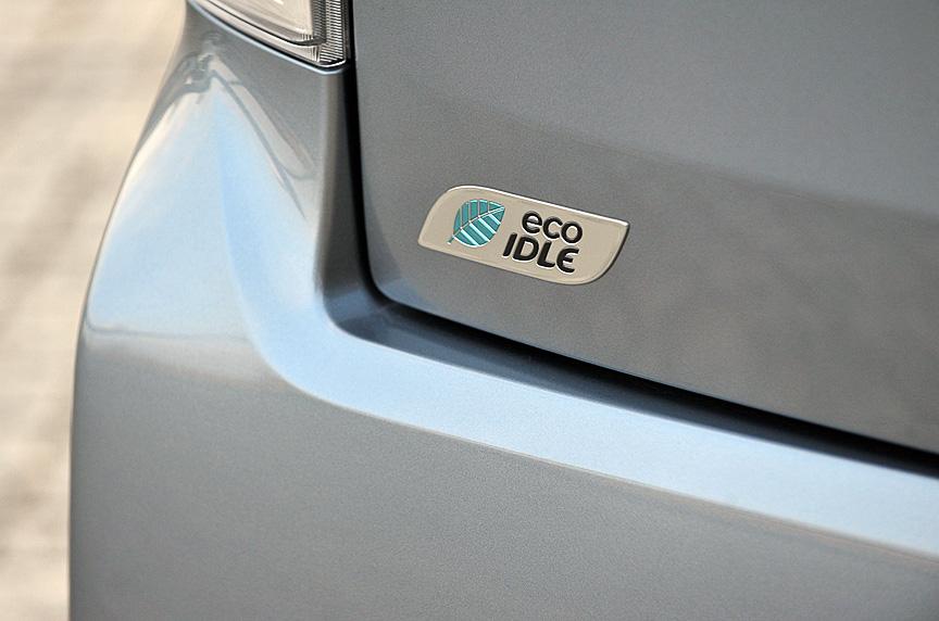 ムーヴ カスタムのボディーサイズはムーヴと同じく3395×1475×1620mm(全長×全幅×全高)、ホイールベース2455mm。搭載エンジンは直列3気筒DOHC 0.66リッターターボで、最高出力47kW(64PS)/6400rpm、最大トルク92Nm(9.4kgm)/4000rpmを発生