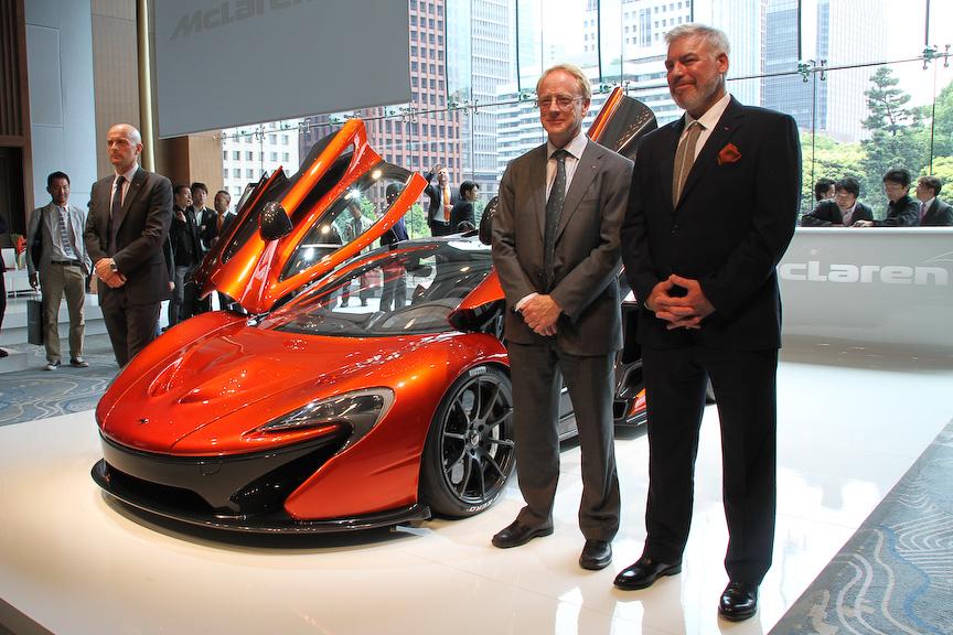 P1の発表会に出席したマクラーレン・オートモーティブ・アジア リージョナル・ディレクターのミルコ・ボルディガ氏(左)、マクラーレン・オートモーティブ リサーチ・ディレクターのディック・グローバー氏(中)、マクラーレン・オートモーティブ デザイン・ディレクターのフランク・ステファンソン氏(右)