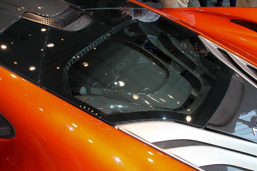 4588×2144×1188mm(全長×全幅×全高)というボディーサイズにV型8気筒3799ccツインターボ「M838TQ」エンジン、モーターを組み合わせ、システム全体で916PS/900Nmを発生。モーターのみで10km以上走ることもできる
