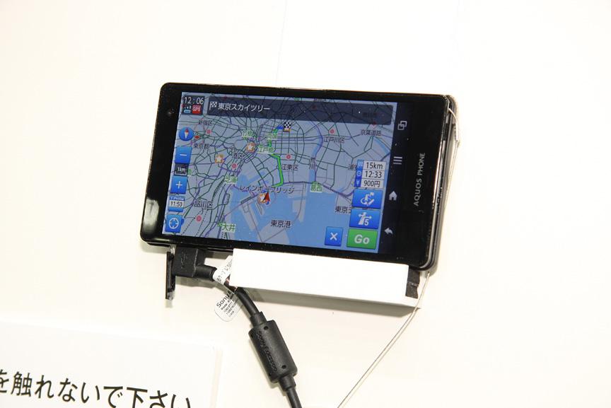 スマートコミュニティJAPAN2013の会場内にあるトヨタブースでの展示風景