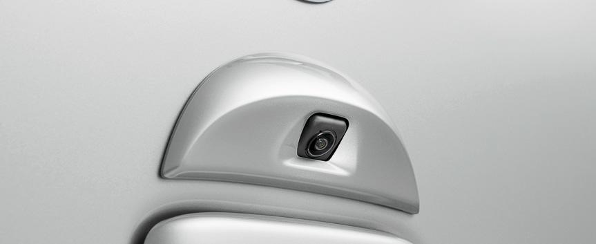 アラウンドビューモニターのカメラはフロントグリル、両側のドアミラー下部、リヤハッチの4個所に設置