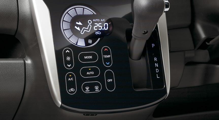 高輝度の白色照明でスイッチ類を表示。低音と高音のアンサーバック音で操作をサポートする
