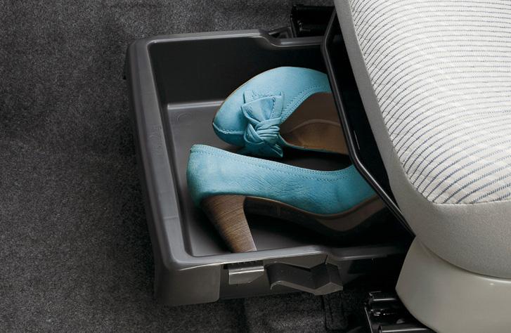 軽ハイトワゴン系でユーザーからの注目度が高い収納スペースは、日常での使い勝手を考えて最適なポジションに配置