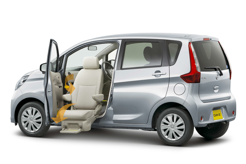 アンシャンテの「助手席スライドアップシート」。ほかにも「助手席回転シート」「アシストグリップ付車」などが用意されている
