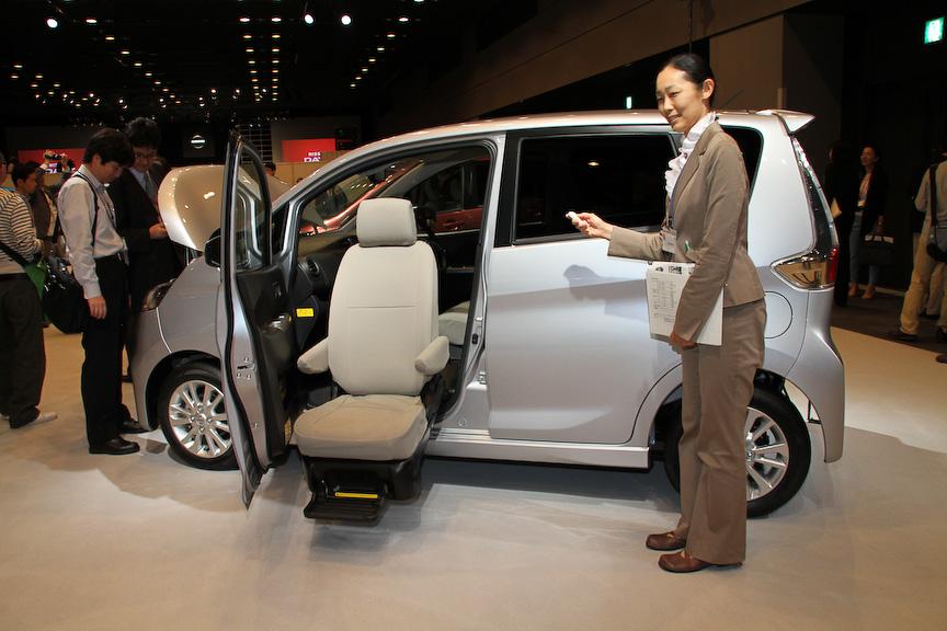 オーテックジャパンの福祉車両「アンシャンテ 助手席回転シート」