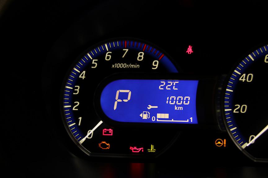 ファインビジョンメーターでは外気温や平均燃費、アイドリングストップの積算時間といった情報を見られるほか、メーターの明るさ調整ができる