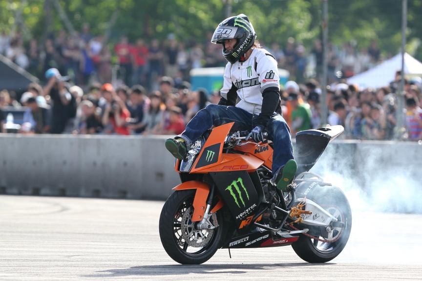オレンジのKTMのマシンはは会場のアナウンスによると何と170馬力!