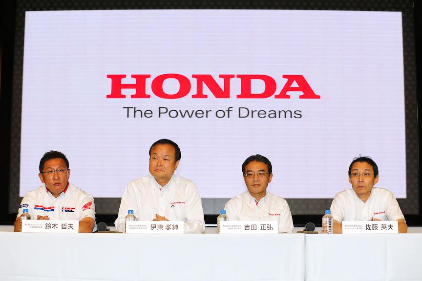 本田技研工業モータースポーツ部部長の佐藤英夫氏(右)。写真は別会見時のもの