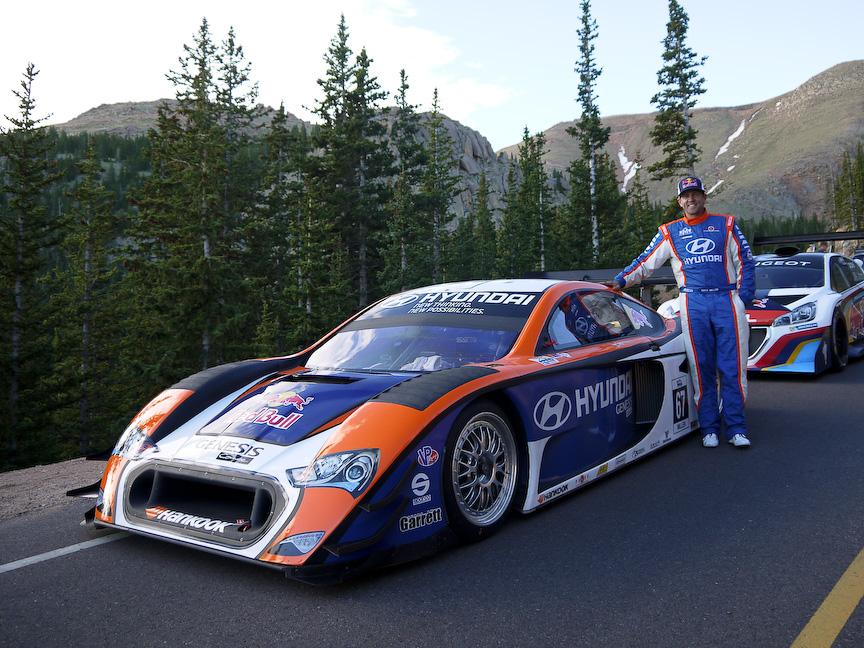 2013 Hyundai PM580Tのドライバーはパイクスのレコードホルダー、リズ・ミレン選手