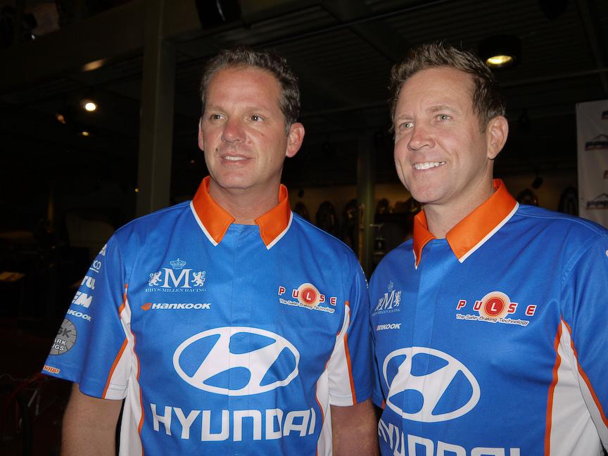 2013 Hyundai Genesis Coupeに乗るポール・ダレンバック選手(左)は先日、レンジローバー スポーツでパイクスピークのタイムアタックを行い、市販車SUVでの最速記録を樹立。ちなみにダレンバックはパイクスの常連、今回は昨年、総合優勝した写真のモデルで昨年に記録に挑戦します。ちなみに右のリズ・ミレン選手が昨年ジェネシスで総合優勝をし、モンスター田嶋選手は最速記録を破られてしまったのでした