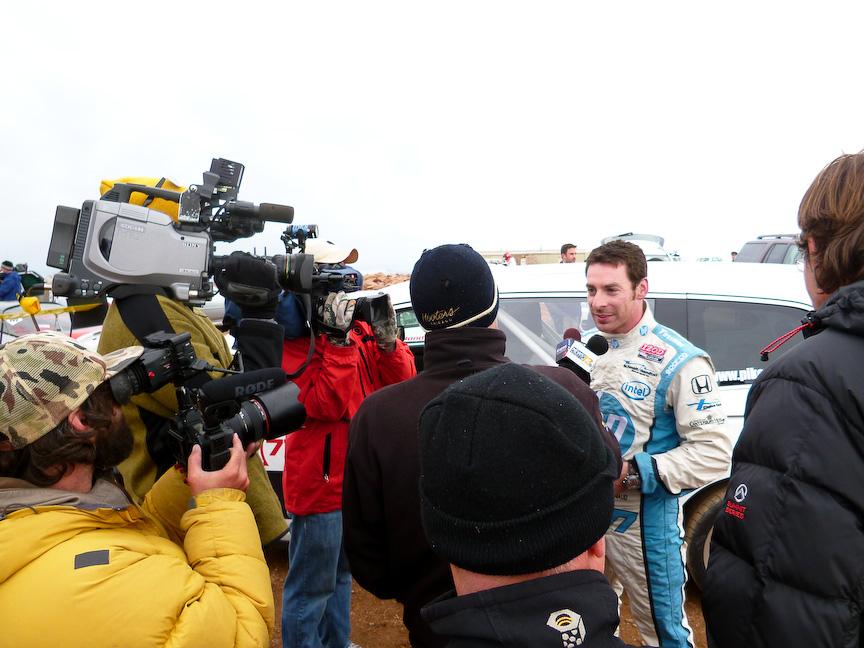 ホンダ オデッセイはパイクスで初めてミニバンの記録を作ったことになるのかもしれません。少なくとも近年ではなかったカテゴリーの参加でした。ドライバーはインディカードライバーのサイモン・パジェノー。天候のせいで路面コンディションもわるくタイムは12分台とふるわず。残念