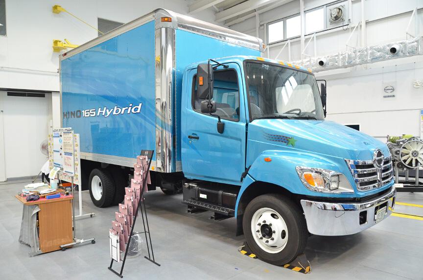 海外向けのトラックやエンジンなども展示