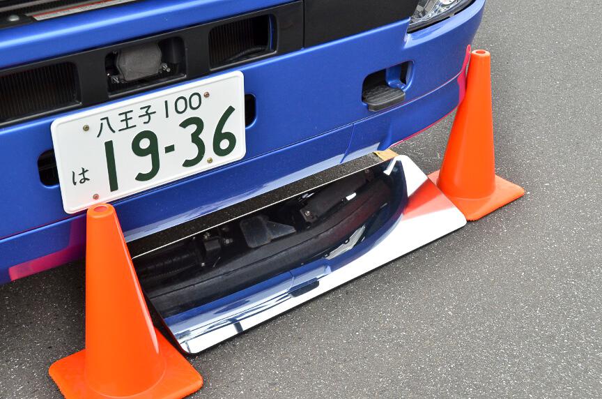 対乗用車の衝突でもぐりこみを抑制するため、プロテクターが下部に付いている