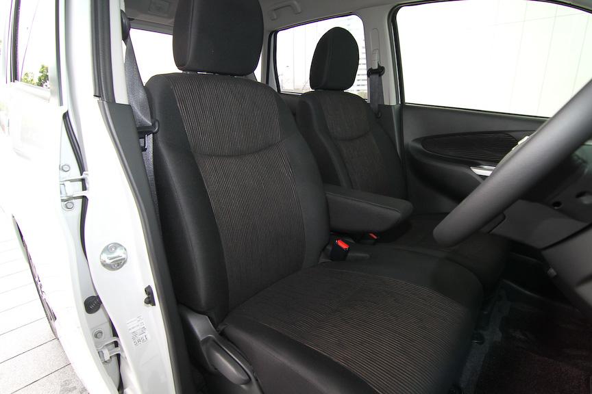 デイズ ハイウェイスター Gのインテリア。内装色はエボニーで、スエード調クロスのシート地を採用