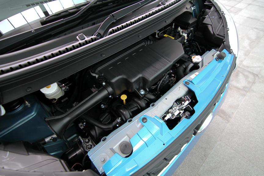 デイズの最上級グレード「X」。ボディーカラーはミネラルブルー。搭載エンジンは直列3気筒DOHC 0.66リッターで、最高出力36kW(49PS)/6500rpm、最大トルク56Nm(5.7kgm)/5500rpmを発生。トランスミッションは副変速機付きCVT。ボディーサイズは3395×1475×1620mm(全長×全幅×全高)、ホイールベース2430mm