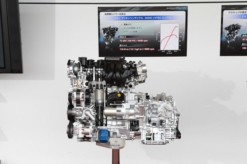 73kW(100PS)/119Nm(12.1kgm)の直列4気筒DOHC 1.3リッターアトキンソンサイクルエンジン