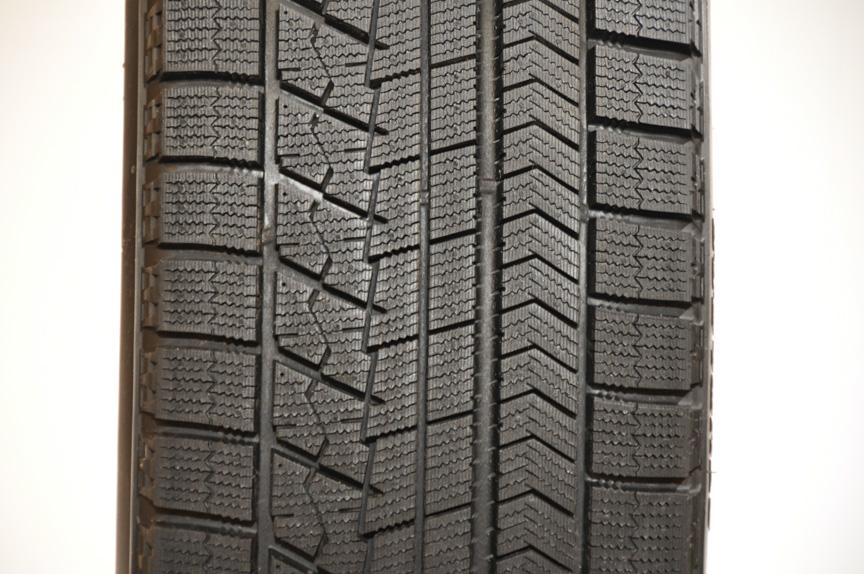 こちらは幅広タイヤなどで使われているVRXのパターン。センターリブ横にブロック列が追加されているのが分かる