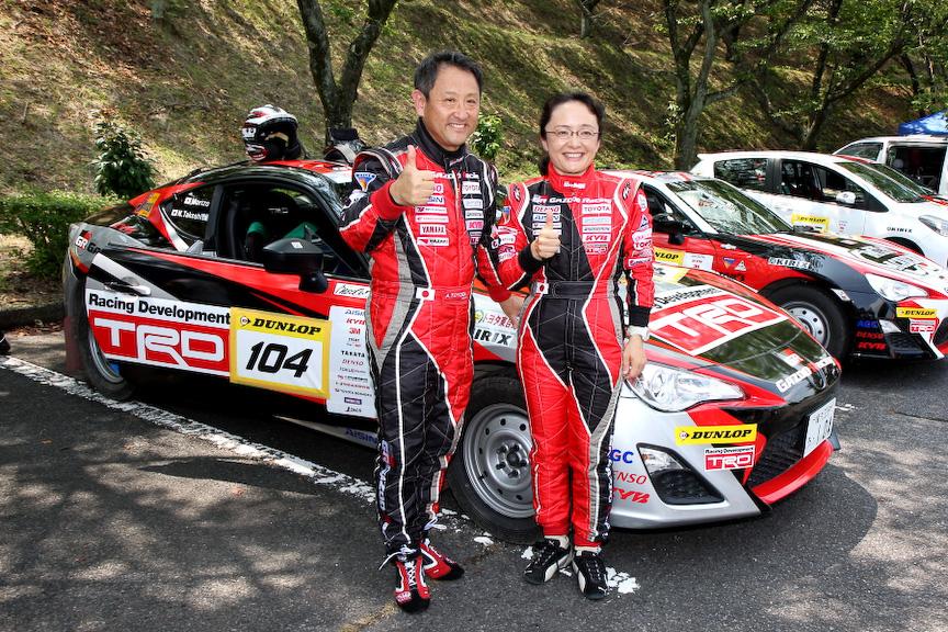 モリゾウ選手ことトヨタ自動車社長の豊田章男氏と、全日本ラリーなどでも豊富な経験を誇る竹下紀子選手(コ・ドライバー)