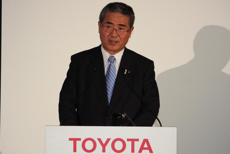 決算内容を解説するトヨタ自動車 常務役員の佐々木卓夫氏