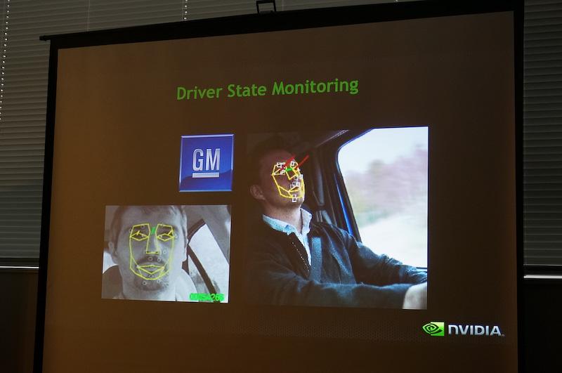車内のセンサーを利用して、ドライバーの眠気などを検知して安全に車を止めることなども可能になる