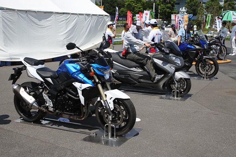 会場には2輪4メーカーがバイクを展示