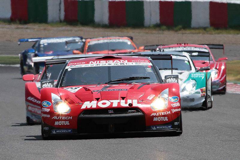 オープニングラップは23号車、18号車、36号車が予選順位をキープした