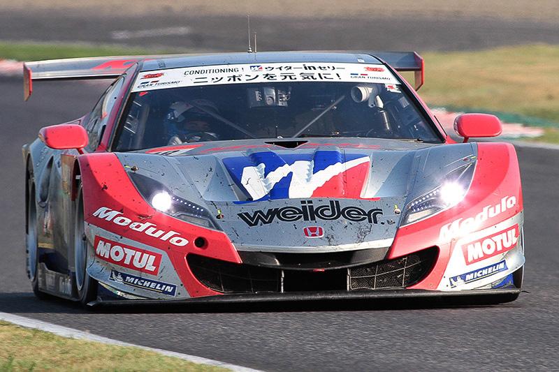 優勝した18号車 ウイダー モデューロ HSV-010(山本尚貴/フレデリック・マコヴィッキィ)
